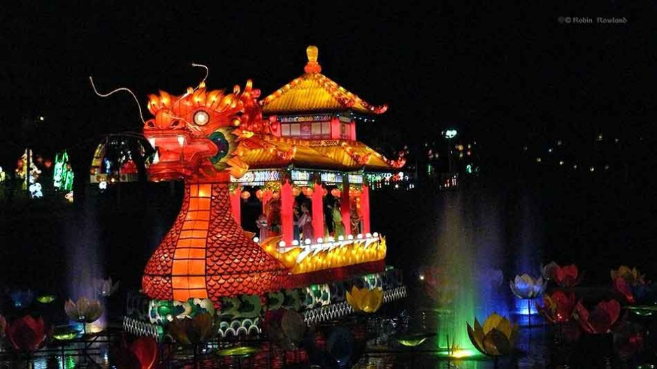 A replica of a Song dynasty emperor's dragon boat is the centrepiece of the Toronto Chinese lantern display at Ontario Place in Toronto on Sept. 20, 2007.  (Robin Rowland, shot for CBC News)