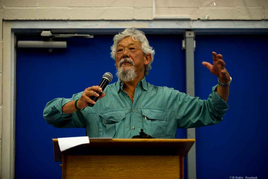 Broadcaster and environmental activist Dr. David Suzuki speaks before a gathering of First Nations and environmentalists at Kitamaat Village, BC  May 29,2010. (Robin Rowland)