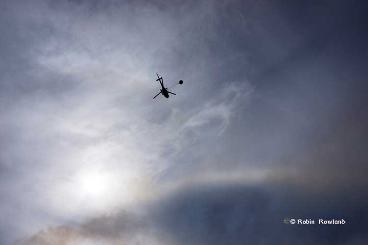 helcopter fights wildfire