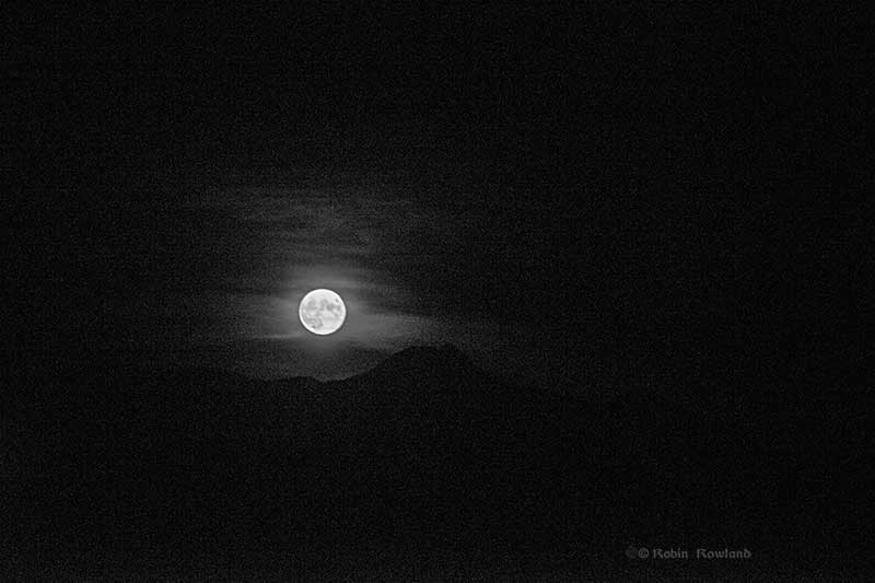 Moonrise_MtEliz_7ii_1_BW1