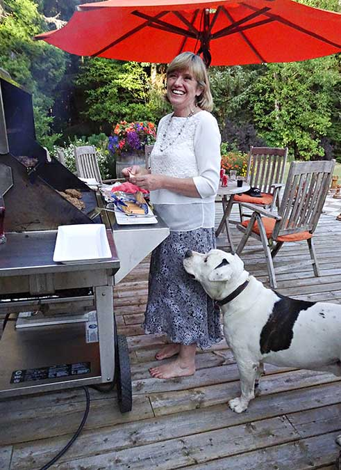 Ruth Mills of the Minette Bay Lodge was host for the post workshop barbecue. (Robin Rowland)